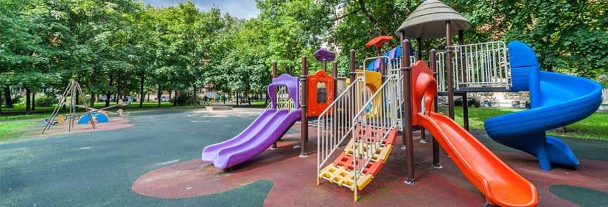 Portiques et balançoires pour les enfants